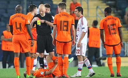Российские футболисты остались недовольны работой арбитра