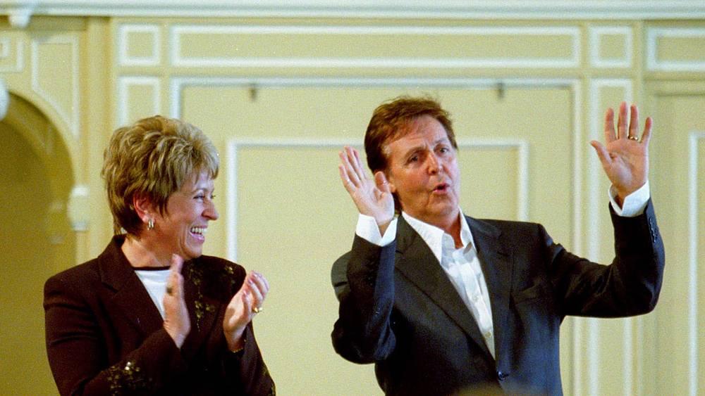 Маккартни получил звание почетного доктора Санкт-Петербургской консерватории, 2003 год