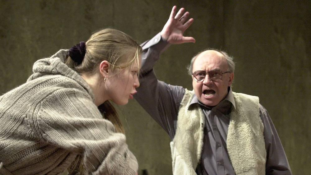 Сцена из спектакля  «Мещане». 2004 год