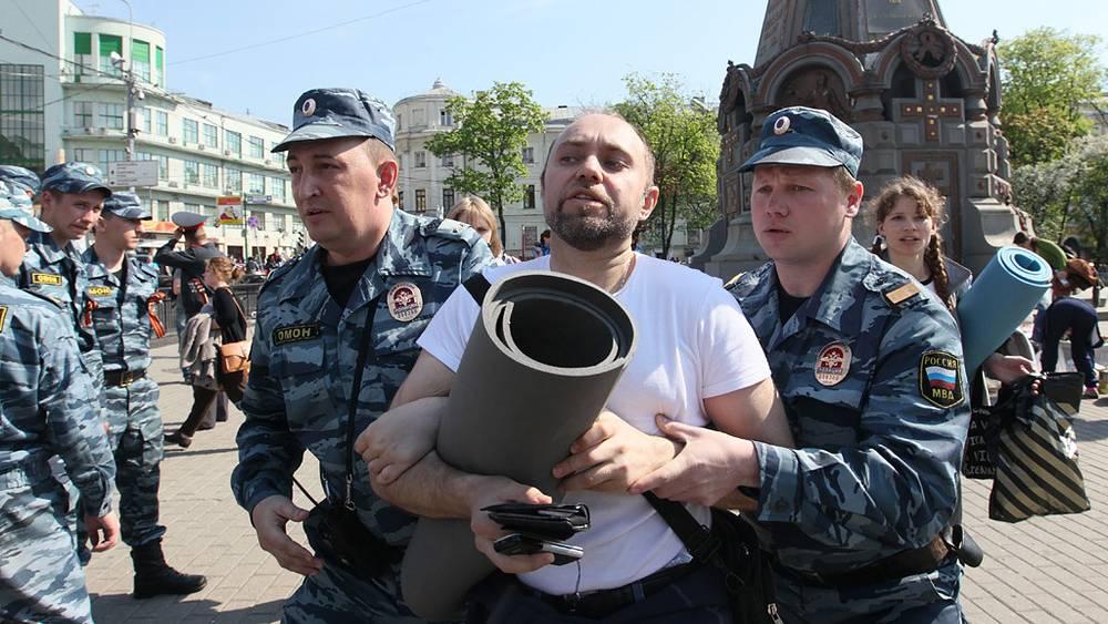 """Полиция проводит задержание оппозиционеров возле станции метро """"Китай-город"""""""