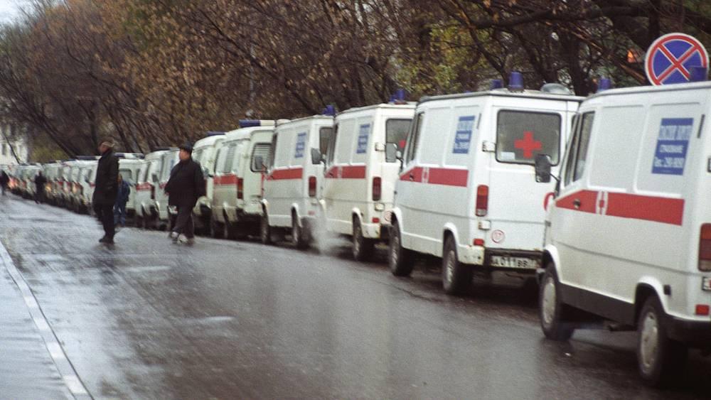 Возле театрального центра на Дубровке. 2002 год