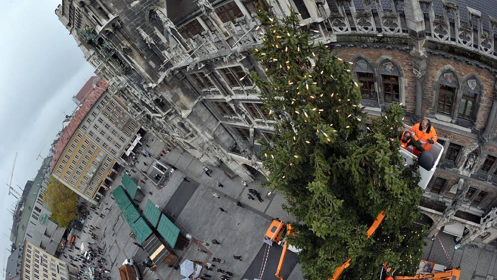 Рождественская ель установлена на главной площади Мюнхена