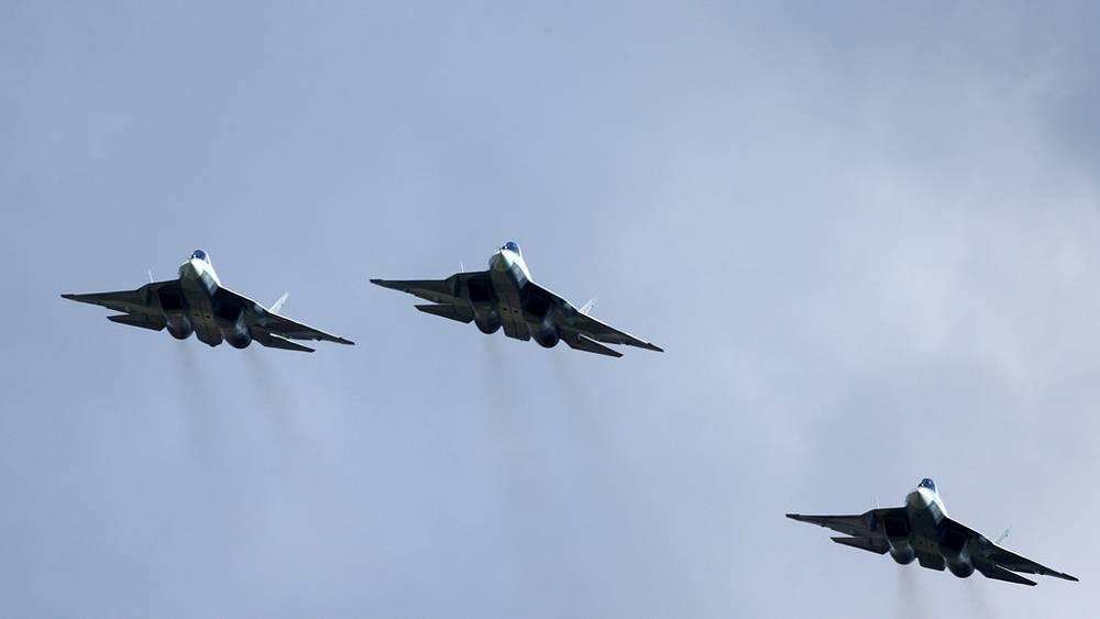 Российские многоцелевые истребители пятого поколения (ПАК ФА). Фото ИТАР-ТАСС/ Марина Лысцева