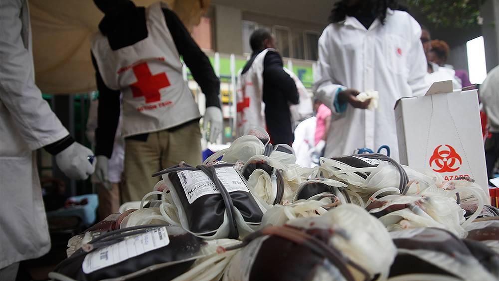 Кровь для пострадавших в результате захвата заложников в Найроби. Фото EPA/DANIEL IRUNGU