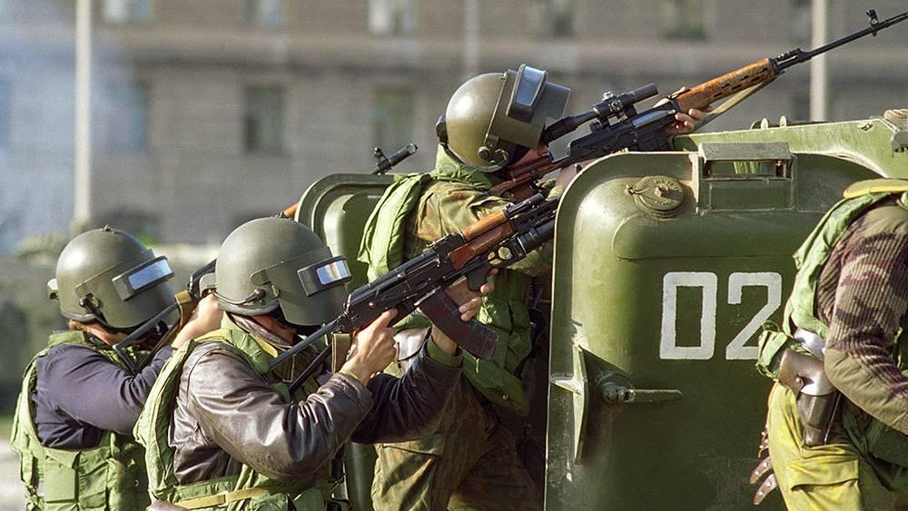 Во время штурма Белого дома 4 октября 1993 года. Фото ИТАР-ТАСС/ Олег Власов