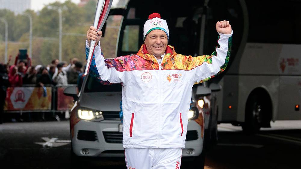 Президент Олимпийского комитета России Александр Жуков во время старта первого этапа эстафеты олимпийского огня. Фото ИТАР-ТАСС/ Михаил Метцель