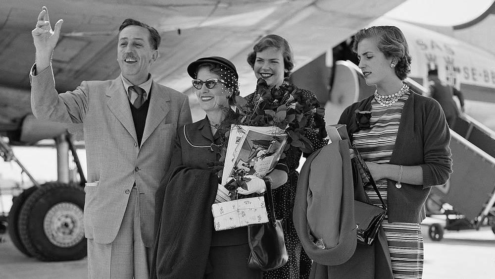 Уолд Дисней с женой дочерьми. 1954. Фото АР