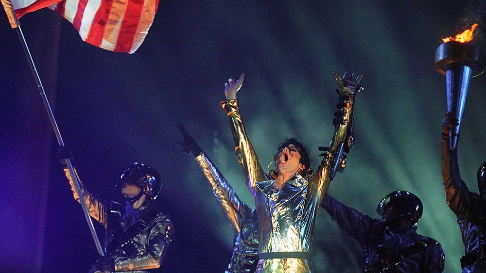 "Майкл Джексон во время концерта на стадионе ""Динамо"", 1996 г. Фото ИТАР-ТАСС/Анатолий Морковкин"