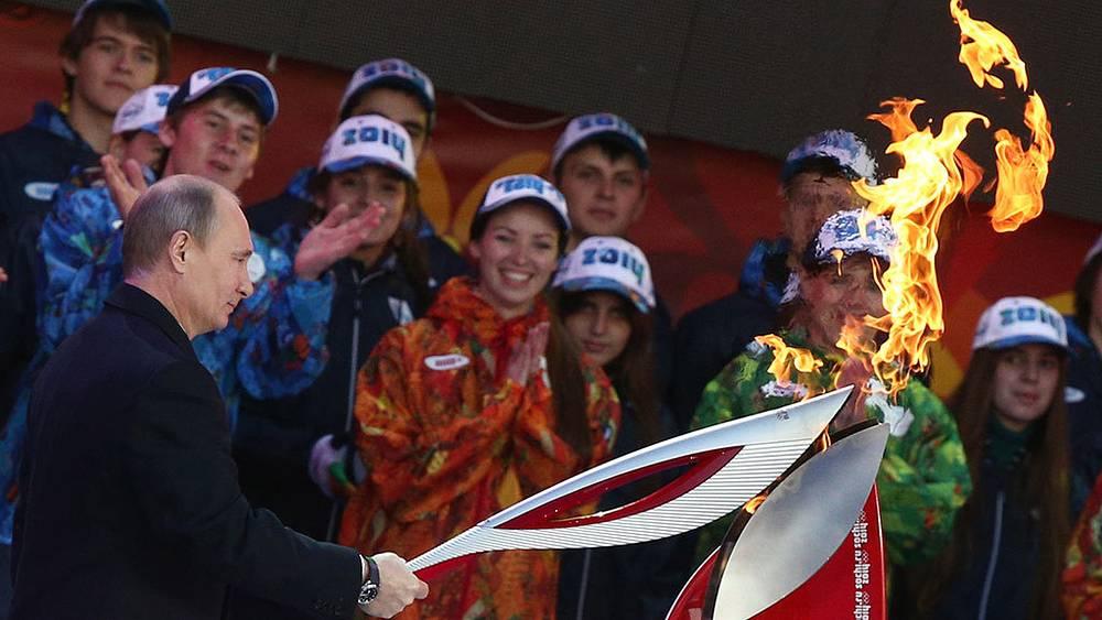 7 октября 2013 года в Москве стартовала эстафета Олимпийского огня, которая завершится в Сочи 7 февраля 2014 года. Фото ИТАР-ТАСС/ Станислав Красильников