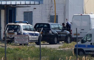 МИД Кипра: угонщик самолета А320 смастерил муляж взрывчатки из чехлов сотовых телефонов