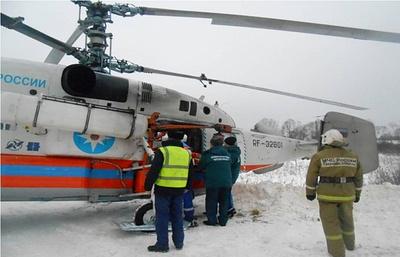 Санитарный вертолет МЧС России эвакуирует пациента в больницу в Твери