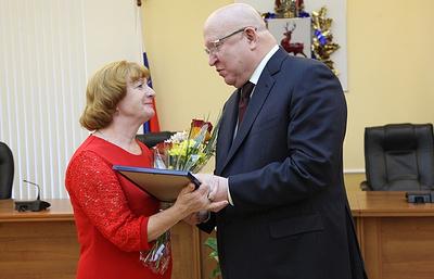 Шанцев наградил знаками отличия и дипломами многодетные семьи Нижегородской области