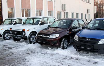 Губернатор Липецкой области наградил участковых новыми автомобилями