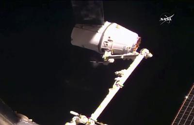 Космический грузовик Dragon пристыковался к МКС со второй попытки