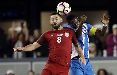 Хет-трик Демпси помог сборной США разгромить команду Гондураса в отборочном матче ЧМ-2018