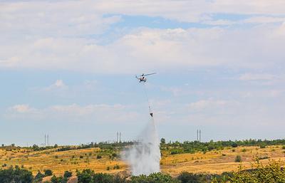 Вертолет Ми-8 сбросил 155 тонн воды при тушении природного пожара под Волгоградом