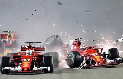 """Пилот """"Мерседеса"""" Хэмилтон выиграл Гран-при Сингапура, Квят сошел"""