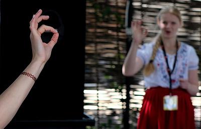 В тишине, но не в безмолвии: как люди говорят и творят на языке жестов