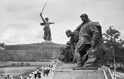 Родина из стали и бетона: история создания монумента на Мамаевом кургане