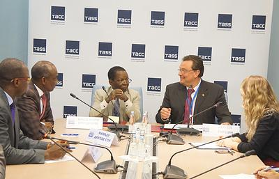 Делегация Национальной Ассамблеи Гвинейской Республики посетила офис ТАСС – Северо-Запад