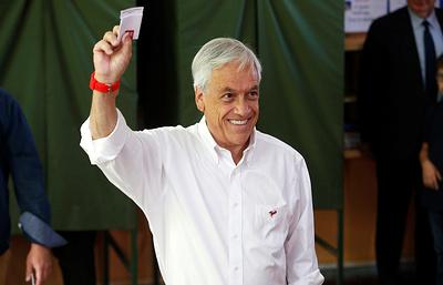 Экс-глава Чили лидирует на президентских выборах