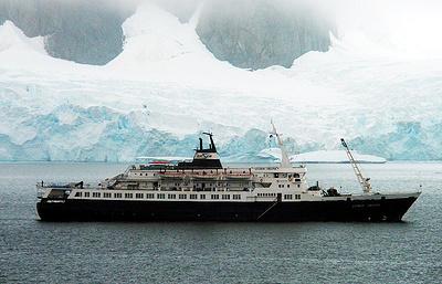"""СМИ: рядом с Калифорнией обнаружено судно, похожее на пропавший лайнер """"Любовь Орлова"""""""
