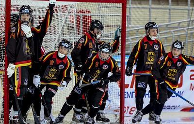 Сборная России сыграет с немцами в 1/4 финала чемпионата мира по хоккею с мячом