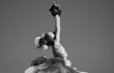 В Москве пройдет выставка фотографий артистов балета в костюмах из пластиковых пакетов
