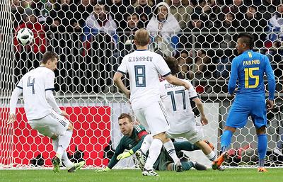 Дворкович: сборная России заслужила гол в матче с бразильцами, но не использовала моменты