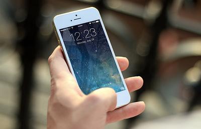 Использование смартфонов перед сном может привести к развитию чувства одиночества