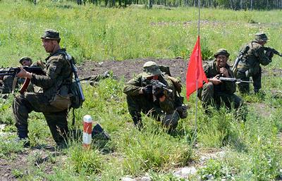 Разведчики отработали захват пленного с секретными документами на учениях на Урале