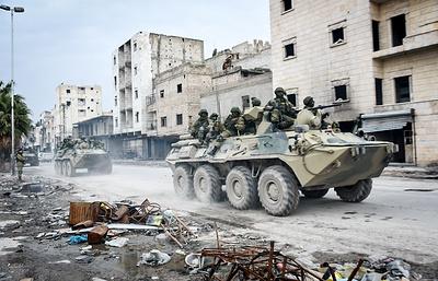Российские военные сопроводили колонну беженцев в сирийской провинции Дераа