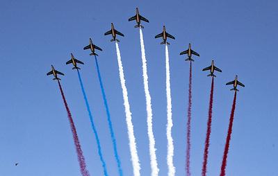 Французская пилотажная группа перепутала цвета флага республики на Национальном празднике
