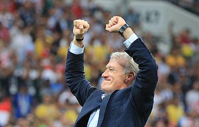 Французские футболисты вбежали на пресс-конференцию Дешама с шампанским и песнями