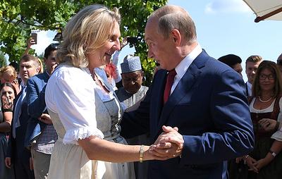 Путин подарил главе МИД Австрии на свадьбу тульский самовар