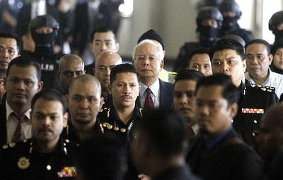 От суммы до тюрьмы: как экс-премьер Наджиб Разак сначала потерял власть, а потом свободу
