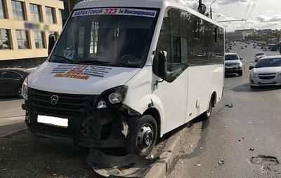 Семь человек пострадали в результате ДТП с участием маршрутки в Омске