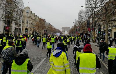 Не менее 2 тыс. человек участвуют в субботу в акциях протеста во Франции