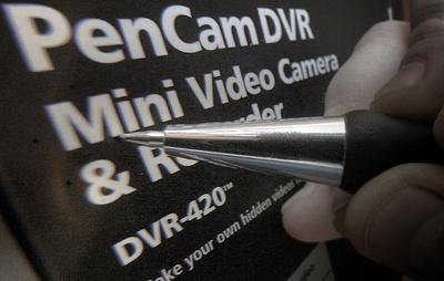 В ФСБ пояснили, когда будет грозить наказание за использование ручки с видеокамерой