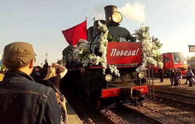 """""""Поезд Победы"""" встретили около тысячи человек на вокзале в Тамбове"""