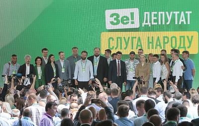 Социологи зафиксировали рост рейтинга партии Зеленского