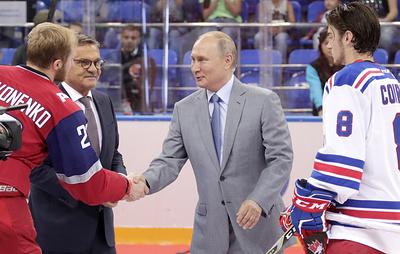 """Путин и Медведев поздравили хоккеистов молодежной команды """"Локо"""" с победой над канадцами"""