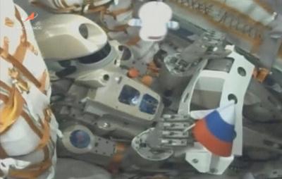 """Космический корабль """"Союз МС-14"""" с роботом """"Федором"""" на борту отстыковался от МКС"""