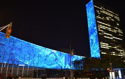 Световые инсталляции и усиление мер безопасности. Как ООН готовится к саммиту по климату