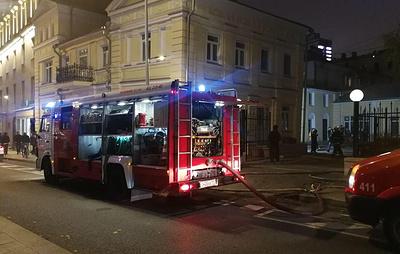 Источник: пожар возник на складе в здании особняка на Никитском бульваре в Москве