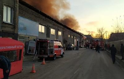 Площадь пожара на складе с мебельной продукцией в Новосибирске увеличилась до 1000 кв. м