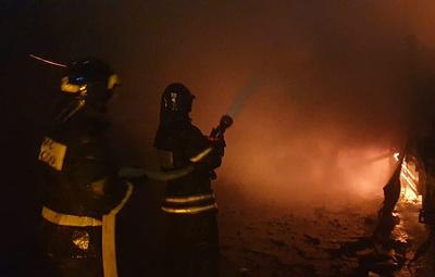 МЧС наращивает группировку сил на месте крупного пожара на востоке Москвы