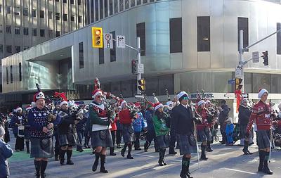 В Канаде прошел парад Санта-Клауса