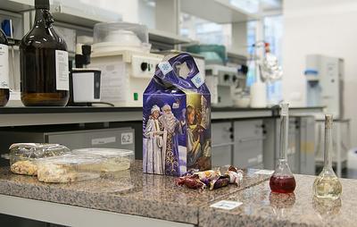 Лаборатория УрГЭУ провела экспертизу популярных новогодних продуктов