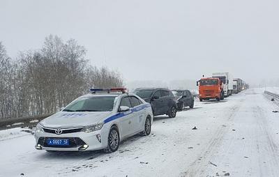 Семь человек пострадали в ДТП на трассе в Кемеровской области